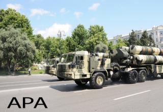 Ракетная техника на военном параде в городе Баку (Азербайджан) 26 июня 2011 года