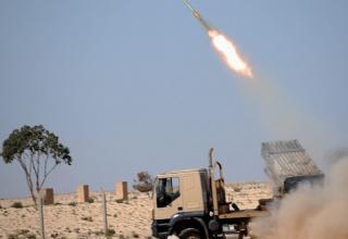Стрельба по силам Каффафи при попытке удержать позиции в Адждабии.http://www.dailymail.co.uk/