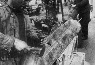 Изготовление летающих торпед из реактивного снаряда М-13 для уличных боев, 29 апреля 1945 г; http://news.bcm.ru/gallery/15