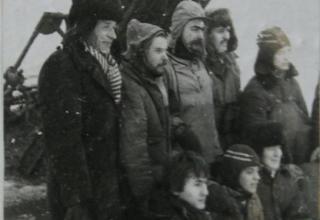 Фото №3.  Участники подъема у реактивной минометной установки БМ-13.