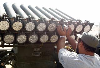 http://news.nationalpost.com/tag/libya-rebels/.  12.09.2011г. около 160 км запада от Сирта. Goran Tomasevic/REUTERS