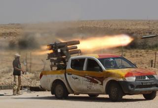 Около г.Сирт. http://img.ibtimes.com/www/data/images/full/2011/10/04/168716-libya-vehicles-of-war.jpg