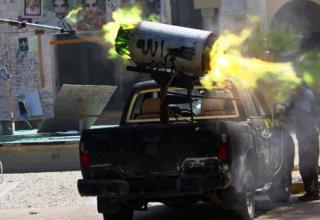 Войска НПС ведут стрельбу по силам Гадхафи. Вход на улицу Al-Etha'a в Сирте. http://mediagallery.usatoday.com/