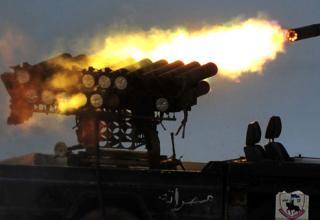 Повстанцы стреляют по войскам Гадхафи в г.Сирт. By Aris Messinis, AFP/Getty Images, 30.09.2011 г.