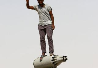 Авиационный блок орудий на БТР. КПП за г.Брега. 240 км югозапада от Бенгази28.08.2011 г. http://www.chinadaily.com.cn/