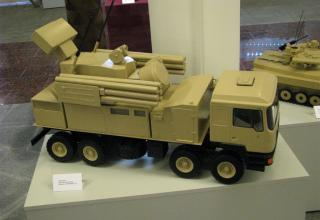 Макет зенитного ракетно-пушечного комплекса