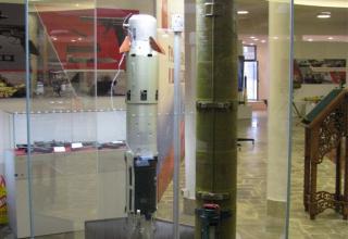 Макеты в разрезе ПТУР 9М113Р (справа) и макет ПТУР 9М113М (слева)
