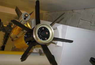 Вид хвостового оперения макета управляемого артиллерийского снаряда