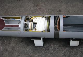Частичный вид головной и ракетной частей макета корректируемого реактивного снаряда РСЗО