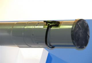 Вид хвостовой части макета неуправляемой авиационной ракеты С-8 ОФП  ©С.В. Гуров (г.Тула)