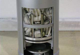 Внутренняя компоновка макета парашютного отсека неуправляемого реактивного снаряда 9М522 для РСЗО