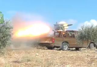 Бойцы Свободной армии Сирии обстреливают РС контрольно-пропускной пункт. 10/16/2012. Батальон Ahrar al Sham.