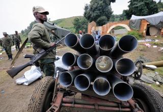 г.Бунагана. Повстанцы захватили высоту и город у правительственных сил 6.07.2012 г.  Peter Greste/Al Jazeera