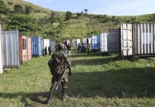 http://photo-day.ru/napadeniya-povstancev-v-vostochnom-kongo/    23 ноября 2012. (Reuters/Джеймс Акена)