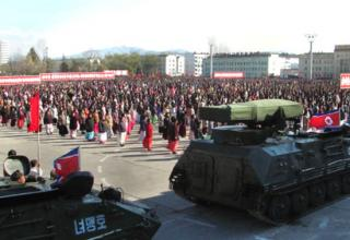 Фото: Rodong Sinmun. БМ или РСЗО Nyomaeng-ho на площади Hamhu'ng на параде 12.11.2012 г.