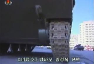 Фото: KCNA/стоп-кадр KCTV. http://nkleadershipwatch.wordpress.com/category/kpa-multiple-launch-rocket-systems/