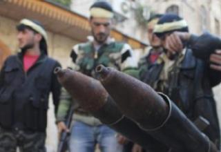 Члены ССА стоят сзади ракетной установки в старом городе Алеппо, 2.03.2013г. REUTERS/Saad Abobrahim. www.trust.org