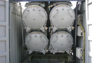 Вид сзади контейнеров модульной пусковой установки на базе 20-футового морского контейнера. ©С.В.Гуров (Россия, г.Тула)