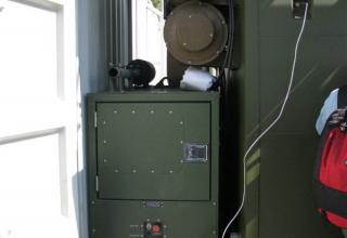 Вид внутри макета универсального стартового модуля на базе 40-футового морского контейнера для комплекса