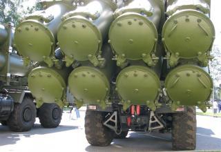Вид сзади средства из состава берегового ракетного комплекса