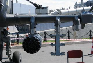 Блок орудий для НАР калибра 80 мм на ударно-разведывательном вертолете Ка-52