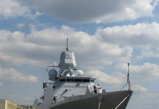 Корабль ВМС Нидерландов с ракетным вооружением (ракеты