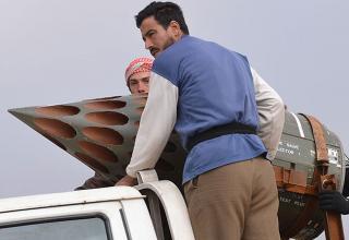 Боевики повстанцев готовят самодельную ракетную установку в деревне Kurnaz 27.01.2013 г. http://www.news.com.au