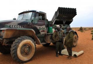 Малийские солдаты около БМ БМ-21-1 в недавно вновь захваченном городе Гао 27.01.2013 г. Adama Diarra. flickr.com