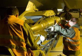 Монтаж УР A2SM на истребитель Rafale,12.01.2013 г.,Saint Dizier для операции в Мали.flickr.com/photos/theatrum-belli/8378454830/