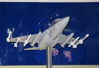 Модель истребителя Як-130. ©С.В.Гуров (Россия, г.Тула)