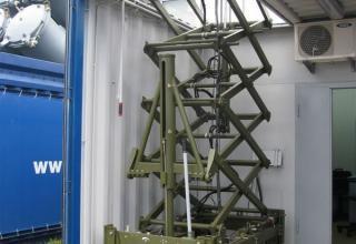Макет модуля обнаружения и целеуказания контейнерного комплекса ракетного оружия