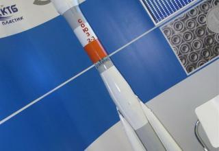Макет ракеты-носителя с ракетным двигателем Н-33. ©С.В.Гуров (Россия, г.Тула)