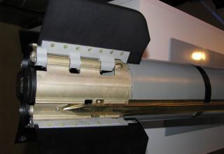 Вид хвостовой части макета управляемой авиационной ракеты