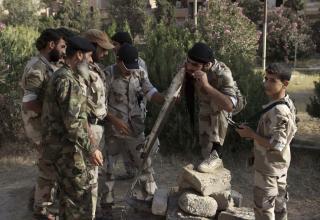 Члены ССА готовят к пуску ракету в Deir al-Zor. 16.06.2013 г. http://www.militaryphotos.net. Khalil Ashawi