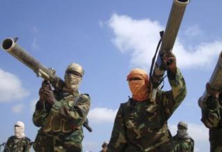 http://mali-web.org/wp-content/uploads/2013/10/islamistes-armes-lance-roquette.jpg