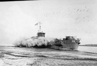 NYF 42663. Юго-Зап.тихоокеанский фронт 1943-45гг. Танко-десантный корабль (ракетный) США. Филлипины. Обстрел Моротай. iwm.org.uk