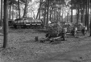 © IWM (BU 3430). Британская армия. Захваченные немецкие установки, около города Целле, 13.04.1945. iwm.org.uk.