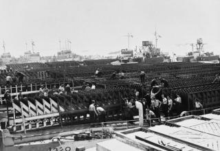 © IWM (A 23729). ВМФ Британии. Общий вид десантного корабля (ракетного). Саутге́мптон, графство Хэмпшир, Англия. www.iwm.org.uk