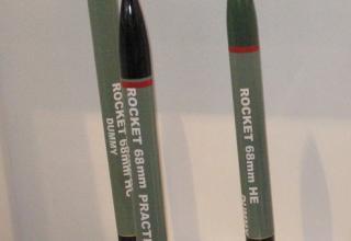 Макеты учебно-тренировочных и практической ракет калибра 68 мм (Индия). ©Tomasz Szulc (Польша).