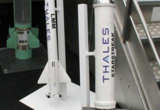 Макеты ракет LMM (лёгкая многоцелевая управляемая ракета) и STARSTREAK (США). ©Tomasz Szulc (Польша)