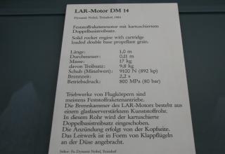 Пояснительная табличка к макету РДТТ LAR-Motor DM 14 с зарядом двухосновного ТТ, 1984 год. ©Власов С.Б. (Россия, г.Москва)