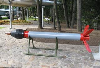 Макет неуправляемой авиационной ракеты серии С-25 (©С.Б. Власов; Россия, г. Москва).