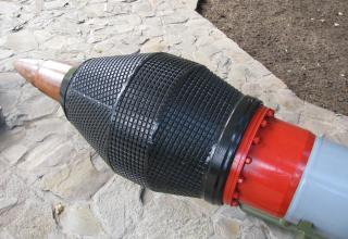 Вид головной части со взрывателем макета неуправляемой авиационной ракеты серии С-25 (©С.Б. Власов; Россия, г. Москва).