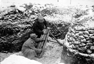http://www.ecpad.fr/les-premieres-lignes-pres-du-saillant-de-saint-mihiel-et-la-ville-de-pont-a-mousson-en-fevrier-1916