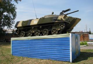 Памятник боевой машине. ©С.В. Гуров (Россия, г.Тула).