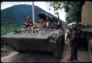 Авиационный блок орудий Б-8М1 на БМП-1, Абхазия 1992. Грузины. http://www.armourbook.com/forum/topic_1157/4