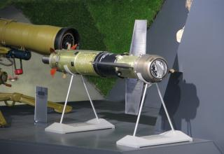 Макет ПТУР 9М113М. Стенд ОАО