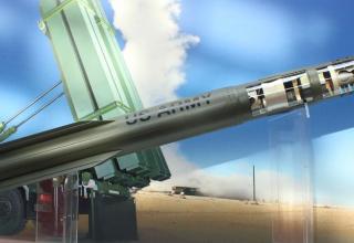 Макет новейшей версии ракеты-перехватчика Patriot PAC-3 MSE c двухимпульсным двигателем и осколочной б-ч. Фото: Т.Шульц©.
