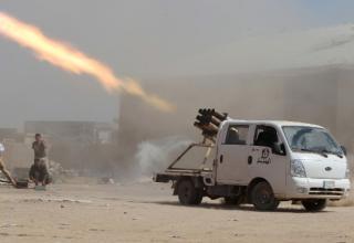 Боевики иракского шиитского ополчения стреляют по позициям ИГИиЛ. 3.9.14. edition.cnn.com/2014/08/22/world/meast/iraq-violence/