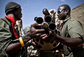 Гао. Малийские и французские солдаты захватили установку у повстанцев исламистов. http://teakdoor.com